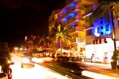 Conduza a cena em luzes da noite, Miami Beach, Florida. Fotos de Stock