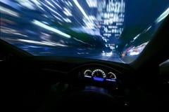 Conduza rapidamente na noite foto de stock royalty free
