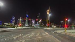Conduzca con el tráfico en el hyperlapse del timelapse de la carretera de la ciudad en Kuwait Kuwait, Oriente Medio almacen de metraje de vídeo