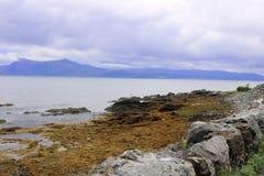 Conduzindo através da ilha de Skye, Escócia imagem de stock royalty free