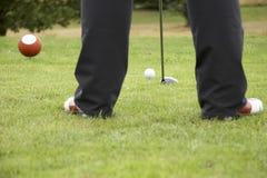 Conduzindo a esfera de golfe 02 Imagens de Stock Royalty Free