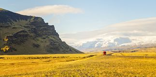 Conduzindo a estrada de anel Islândia Fotografia de Stock