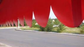 Conduzindo a estrada O toldo vermelho video estoque