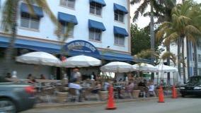 Conduzindo a movimentação do oceano de Miami - construções Art Deco - grampo 2 de 3 vídeos de arquivo