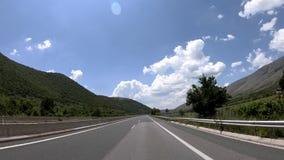 Conduzindo na estrada, Front View vídeos de arquivo
