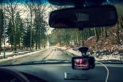 Conduzindo um carro no clima de tempestade Foto de Stock