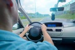 Conduzindo uma opinião automobilístico do banco traseiro Fotografia de Stock Royalty Free