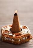 Cone do aroma com fogo em um suporte Imagens de Stock