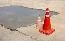 Cone do tráfego sobre sob o lugar da construção Imagens de Stock Royalty Free