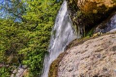 Conecte a cachoeira no parque dendrological em Uman imagens de stock