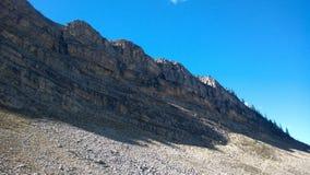 Conecte en cascada los colores de banff del anfiteatro del otoño dentro del anfiteatro de la cascada de la montaña Imagenes de archivo