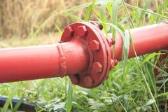 Conection der Benzinleitung stockbilder
