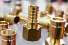 Conector de bronze de uma tubulação fotos de stock royalty free