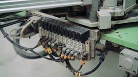 Conector de la máquina de la fabricación con los alambres 4K almacen de video