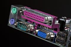 Conector del ordenador en la tarjeta electrónica Foto de archivo