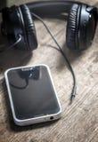 Conector desenchufado del smartphone de los auriculares Fotos de archivo