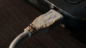 Conector USB del ordenador derretido por la temperatura alta almacen de video