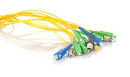 Conectores de la fibra óptica en el fondo blanco imagen de archivo