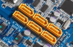 Conectores de SATA do cartão-matriz Foco em SATA imagens de stock