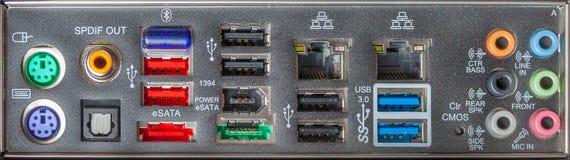 Conectores do computador do painel traseiro como o fundo imagem de stock