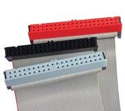 Conectores do IDE e cabos de fita para o disco rígido no computador do PC, isolados, vermelho, cinza, preto, close up macro fotos de stock royalty free