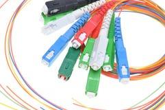 Conectores e cabos da fibra ótica imagem de stock