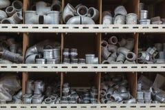 Conectores galvanizados del tubo de agua Fotos de archivo libres de regalías