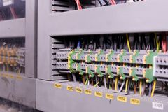 Conectores ou bloco de terminais da fiação para equipamentos eletrônicos industriais fotografia de stock