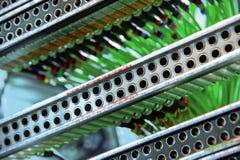 Conectores y alambres de la red en el ordenador Fotos de archivo libres de regalías