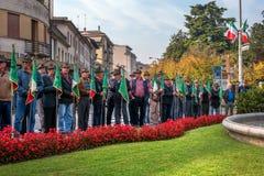 Conegliano Italien - Oktober 13, 2017: Åminnelseceremoni på monumentet till de stupade soldaterna Veteran och Royaltyfria Foton