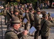 Conegliano Italien - Oktober 13, 2017: Åminnelseceremoni på monumentet till de stupade soldaterna Veteran och Arkivfoto