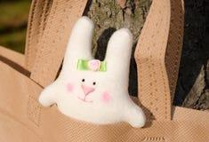Conejito alegre, blanco Fotos de archivo