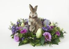 Conejito con los huevos de Pascua Foto de archivo libre de regalías
