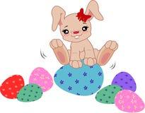 Conejito de la historieta con los huevos libre illustration