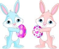Conejito de pascua con el huevo de Pascua ilustración del vector