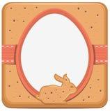 Conejito de pascua y galleta de la forma del huevo Fotografía de archivo
