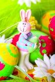 Conejito de pascua y huevos pintados Fotografía de archivo libre de regalías