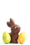 Conejito del chocolate con dos huevos de Pascua fotografía de archivo libre de regalías