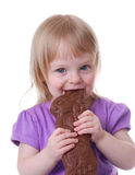 Conejito del chocolate de la explotación agrícola del niño Fotografía de archivo