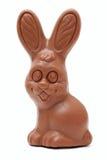 Conejito divertido del chocolate de Pascua en el fondo blanco Fotografía de archivo libre de regalías