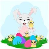 Conejito feliz de la historieta con los pollos y los huevos 1 ilustración del vector