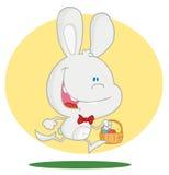 Conejito feliz que se ejecuta con los huevos de Pascua en una cesta stock de ilustración