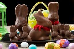 Conejitos del chocolate y huevos de Pascua Fotografía de archivo libre de regalías
