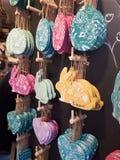 Conejitos, huevos y corazones coloridos de pascua del modelo Decoraci?n de Pascua imagen de archivo libre de regalías