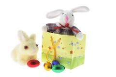 Conejitos y huevos de Pascua Imagen de archivo libre de regalías