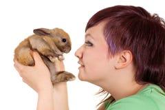 Conejo cariñoso de la muchacha Fotografía de archivo