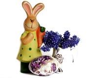 Conejo con el huevo de Pascua Foto de archivo libre de regalías