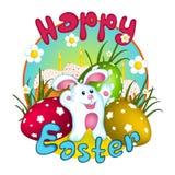 Conejo de conejito blanco de pascua, tres huevos con el ornamento y tortas con las velas ardientes Tarjeta de felicitación Caráct Fotografía de archivo