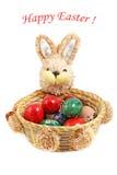 Conejo de conejito de pascua con los huevos de Pascua pintados Imágenes de archivo libres de regalías