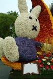 Conejo de las flores, coche adornado con las flores, desfile de la flor imágenes de archivo libres de regalías